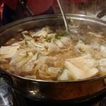 110113201 - 1903_Tenjin Japanese Restoran-天神-_博多牛もつ鍋@350,000Rp(3~4人前) 量多いけどやっぱり鍋で食べる野菜は美味しい!