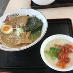 琉球家系ラーメン WAZA家 - 醤油ラーメンと中華粥のWAZAセット