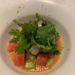 ジュー ドゥ マルシェ - トマト アオリイカ パクチー アオリイカがレアで、パクチーがたっぷり。好み。 さわやかな一品。