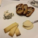 ジュー ドゥ マルシェ - フロマージュ 自家製プリンかフロマージュか選べます。 3種類。お腹いっぱいだけど食べてしまうよ~。