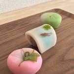 羊羹屋本舗 - 料理写真:朝顔、若鮎、ホタル(各216円)