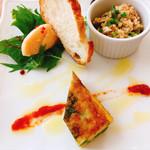 ラディーチェ - 料理写真:前菜3種 タラモサラダ、クスクスのサラダ、グリーンピースのオムレツ