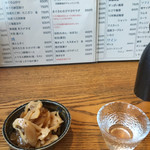 居酒屋 源氏 - 群馬の地酒 浅間山(750円)ちょっと辛口かな お通しの蓮根(お通し席料で400円)ご飯がすすみそう