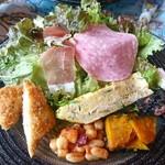 110142590 - 大皿にボリューム満点の前菜