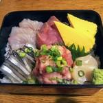 一里塚 - ご飯の量は少ないですがネタの鮮度は良いと思います。