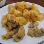 たかま - 料理写真:ホルモン天ぷらと白肉天ぷら4個ずつ