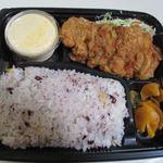 さくら弁当 - 料理写真:チキン南蛮弁当550円、この店の人気NO1のお弁当です。