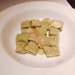 TRATTORIA SCACCOMATTO - 空豆とジャガイモのニョッキ チンタセネーゼのラルド