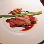 TRATTORIA SCACCOMATTO - フランス産乳飲み仔羊 モモ肉のロースト
