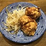 濃厚醤油麺 ミツジロウ - からあげ2コ
