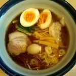 らーめん奏 - しょうゆらーめん+味玉子(750円)