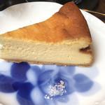 眞踏珈琲店 - ベイクドチーズケーキは手前の岩塩を付けていただきます。