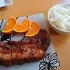 潮華 - 料理写真:香港式十勝産豚スペアリブ オーブン焼き 1,048円(税別)、ライス 220円(多分それくらい)