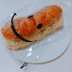 くがのマル井パン - レーズンパン。包装紙のニッコリ顔がかわいい。