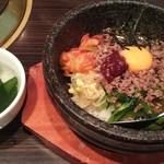 梨の家 - 石焼ビビンバ+サービスのスープ