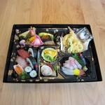 ともしげ - 弁当タイプ…3,300円(仕出し用)