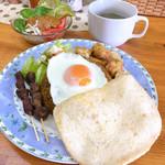 お食事の店 ティアラ - 料理写真:ナシゴレンカンビン