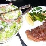 YOTTE - シーザーサラダ(お勧め)とサーロインステーキ