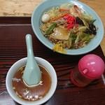 湧貴苑 - スープ付きです♪ 盛り付けが 雑ですね(^^;
