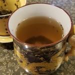 客家亭 - ジャスミンティー カップがお洒落!飲み終えるとお湯を注いでくれるので、何杯でも飲める♪良心的!