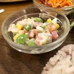カフェフレディ - 枝豆の和え物とキャロットラペ。