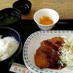 110220933 - チキンカツ定食500円。
