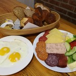 110227529 - ドイツパンの盛り合わせ5種類と、パンのお供がてんこ盛り、The Big Backmeister RM33.00