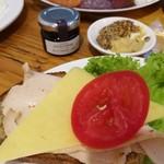 110227568 - マスタード2種を塗ったパンに、ハムやチーズ、トマトを重ねると絶妙!瓶入りのブラックベリージャム&バターも合う!