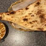 サガルマータ - チキンカレーとナン