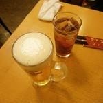 福満園 - 「山査子(サンザシ)酒(550円)」のソーダ割り(+50円)と「生ビール(プレミアムモルツ)(600円)」