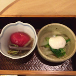 110241389 - [先付]                       蕨 トマト 煮浸し、うるい 庄内浅月 鯛白子掛け