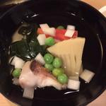 110241391 - [椀]                       甘鯛、若布、玉子豆腐、筍、独活、人参、うすい豆