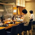 Shokusaikadota - カウンターの方が落ち着いて食べられそうだ。