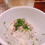 OKACHI20番 - お通しの舞茸入りポテトサラダ
