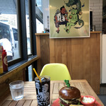 バーガーファクトリー - スパイシーマッカンチーズ&ベーコンジャムバーガー¥1650、アイスコーヒー¥150