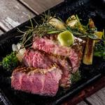 Embassy Cafe & Dining - 希少部位の米国産CAB「ざぶとん」ステーキ。熱々の鉄板でお出しします。