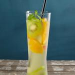 Embassy Cafe & Dining - ジンジャーレモングラスとフルーツのアイスティー