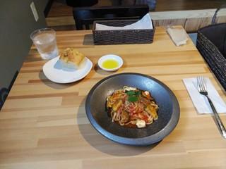 パスタアンドカフェ おはち - 「ズッキーニとモッツァレラのトマトソース」