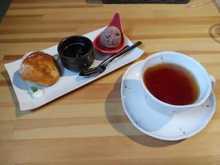 パスタアンドカフェ おはち - 紅茶&「ぷち盛り3種のデザート」