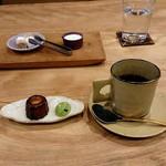Obase - コーヒーとカヌレ、抹茶のメレンゲ