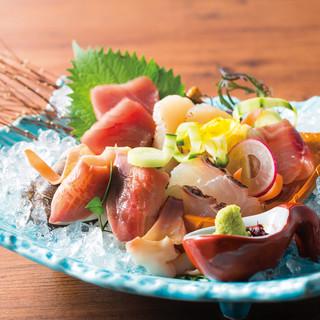 新鮮魚介は日本全国から♪厳選のお酒と共にお楽しみください