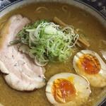 千寿 - 味噌らーめんです チャーシュー大きめ&味濃いめ 王道の札幌らぁめんですね