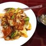 食香閣 - 数量限定ランチ【ホイコーロー丼¥540(税込)】 ピリッ!!と刺激がある甘辛味で美味♪