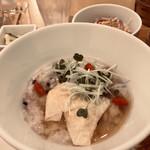 茶青花 - 海老湯葉ワンタンと十穀米のお粥