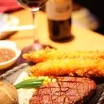 11029651 - ステーキとワインは相性抜群♪