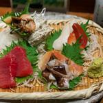 三重を喰らえ 貝ばか一代 - 2019.6 貝ばか御造り盛り合わせ(1,922円)マグロ赤身、サザエ、鳥貝、赤貝、ホッキ貝、ツブ貝