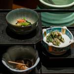 三重を喰らえ 貝ばか一代 - 2019.6 席料(432円)ホッキ貝と青菜の柚子胡椒和え、ツブ貝煮、アカニシ貝とアオサの芥子味噌和え