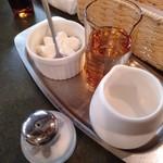 珈琲苑 - ミルクやホイップ