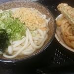 こがね製麺所 - 料理写真:かけ中+かき揚げ+ちく天+メンチカツ