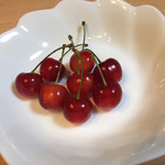仲野観光果樹園 - 料理写真:完熟さくらんぼをお皿に並べてみました